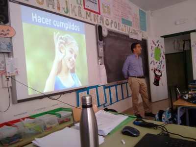 """charla de Crecimiento Personal para los alumnos. Charla """"trucos para hacer amigos"""""""